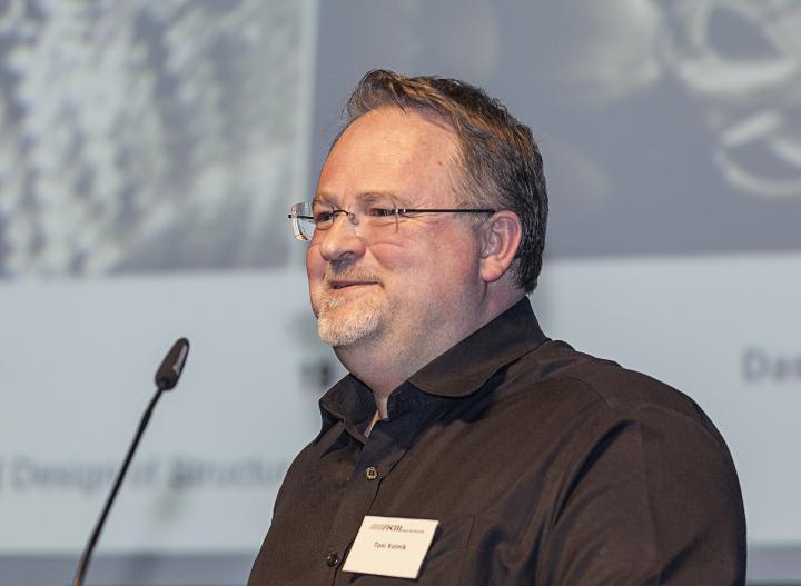 Toni Kotnik bei seiner Präsentation im Rahmen des Frei Otto Symposiums